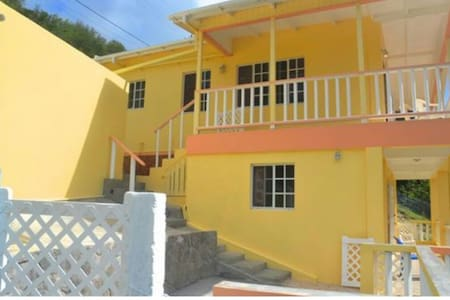 Cozy stay at ParkView Apts Bequia - Pis