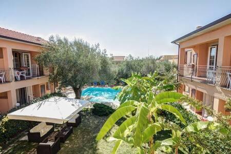 Villa con tutti i confort bar giardino e piscina - Marina di Camerota