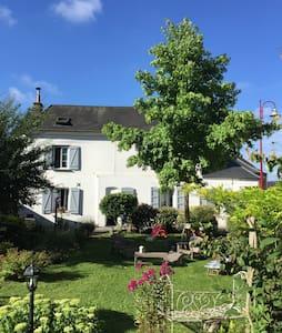 LE PRESBYTERE-DECORATION DE CHARME - House