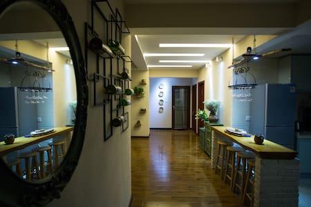 旧时光咖啡民宿(长张高速出口,三房可观景,可停车,艺术民宿) - Zhangjiajie - Annat