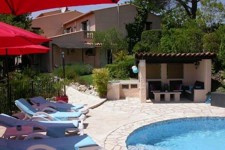 Rez de villa 2 chambres avec piscine privée. - Appartement