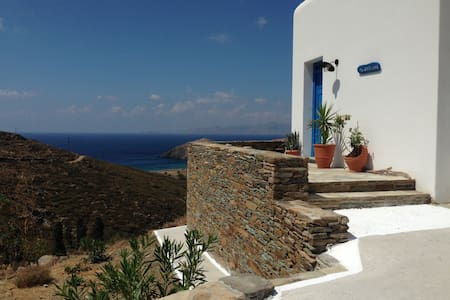 COUNTRY HOUSE – FACING THE SEA - Andros - House