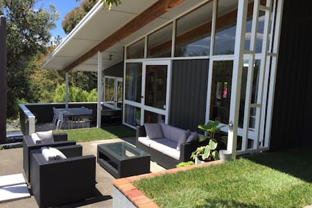 External, Private + Mountain Bikes - Havelock North - House