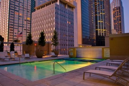 Clean Downtown High-rise Condo Great Location!!! - Dallas