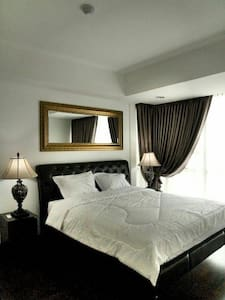 Room #1, spacious & Linked to Mall - Apartment
