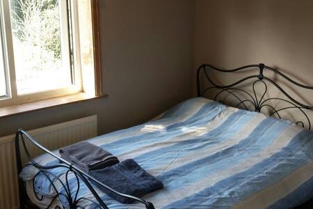 Spacious Double Room in Quiet Area - Casa