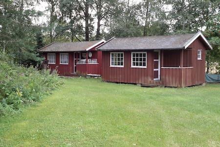 Hytte på idyllisk gårdsplass - Chalet