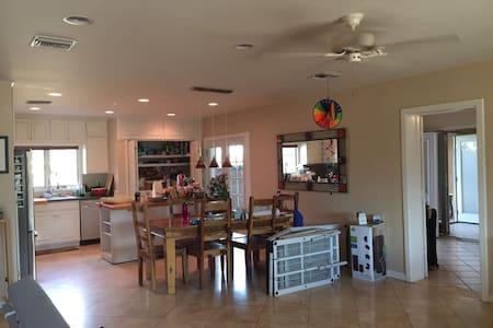 Great Quiet Home w/ Mountain View Near University - Tucson