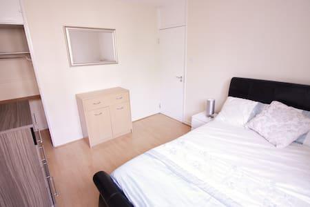 (MAR-D)BRIGHT ROOM FOR 2 PPL NEAR RIVERSIDE - Londra - Appartamento