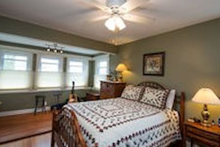 Whaling City Master Bedroom - New Bedford - Casa