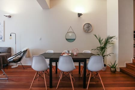 Chic Inner city apartment + ensuite - Surry Hills