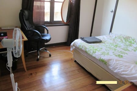 LUXURY HOME! __ALL WELCOME__3 Mins to Train! - Saint Albans - 独立屋