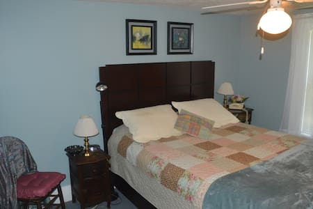 Private room in Marietta, Ohio -- Blue Room - House