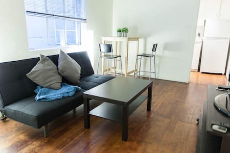 Cozy Vintage 1 BR Near Gaslamp - San Diego - Apartment