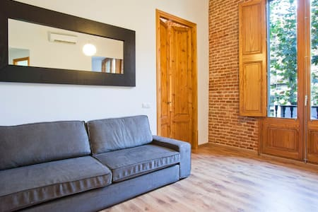 cc12 LARGE FLAT BY PASSEIG GRACIA!