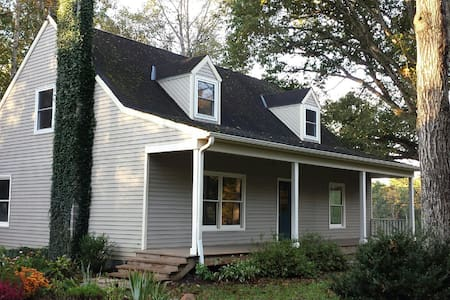 Country Retreat for UVa~Wine Tours~Family Reunions - Charlottesville - Hus