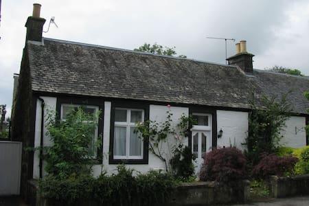 The Professor's Cottage - Dollar - Casa