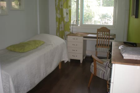 A Cozy Room Near Lake and Forest - Leilighet