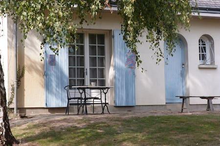 Chambre en bord de Loire, circuit Loire à vélo - Rochefort-sur-Loire - Dom