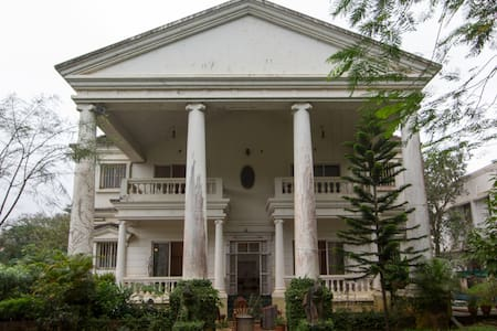 White House in Lonavala - Villa