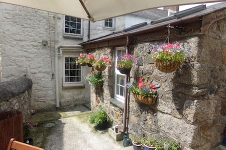 Classic miners cottage in heart of Cornwall - Rumah