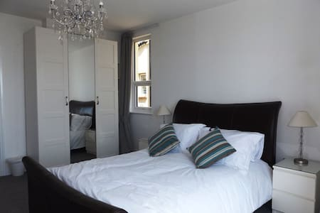 'Morfran', Stunning 3 bed seafront apt, Porthcawl. - Apartment