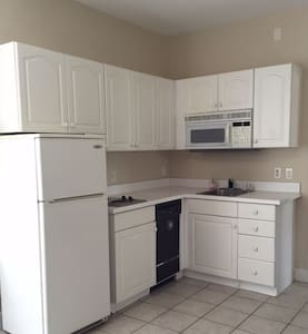 Private 2nd Floor Entire Apartment - Windermere - Apartment