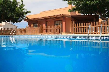 Precioso chalet con piscina - Riudoms