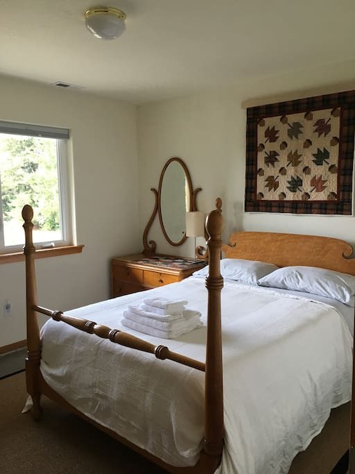 Antique Full/Double firm memory foam mattress with valley views and a desk