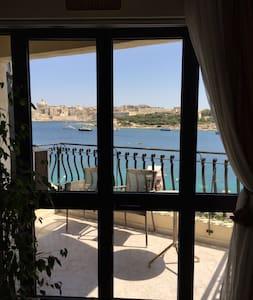 Down Town Malta Pad w Sea View - Sliema - Apartment