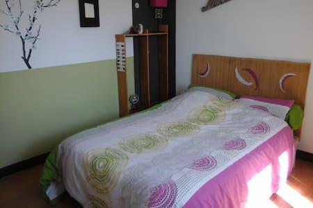 Chambre proximité bord de Dordogne - Dům