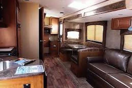 2016 Timber Ridge 270DBHS Camper - Autocaravana