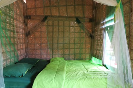 BAMBOO BOTTLE HOMESTAY - Hütte