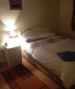 Large en suite double room in spacious apartment - Apartamento