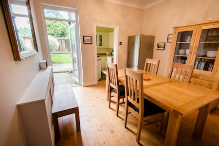 Railway Cottage, 2 bed house with garden, N London - Londres - Casa