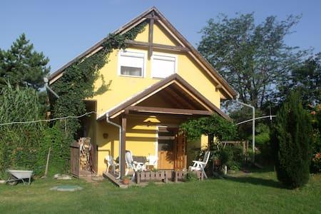 Szállás a Mecsek alján,/Pécs - Cserkút