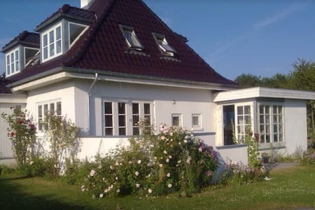"House with lots of Danish ""HYGGE"" 4 - Skødstrup - Villa"