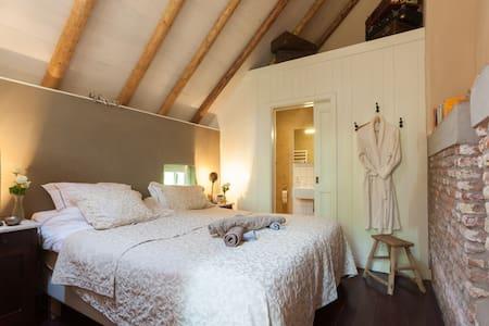 Old  farmhouse on beautifull estate - Heerde - Bed & Breakfast