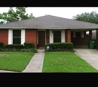 Quiet suburban get away - Metairie - Hus