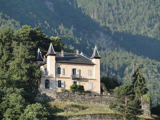 Grande demeure familiale 300m², vue panoramique - Castle