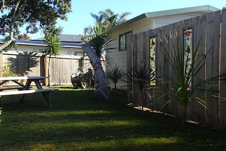 Clean & Tidy Holiday Cabin at Beach - Cottage