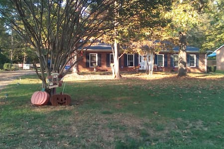 Lovely area, 2 private rooms to use - Pfafftown   Lewisville - House