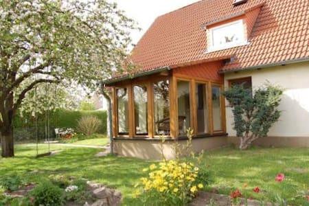 Ruhige geräumige Oase im Grünen - Rerik - Apartamento