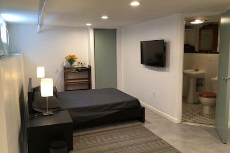 Private apartment and art studio in Brooklyn. - Brooklyn - House