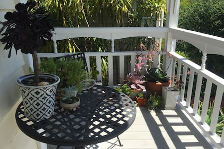 Gracious Spacious Inner City Villa - Auckland - Bed & Breakfast