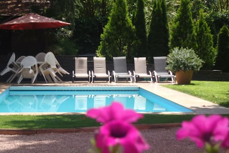 25 min from Madrid. Pool & garden - Galapagar - Hus