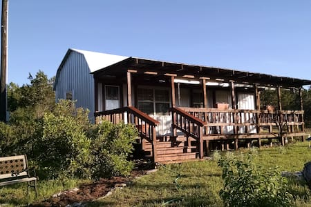 Quaint Hill Country Cabin - Hytte