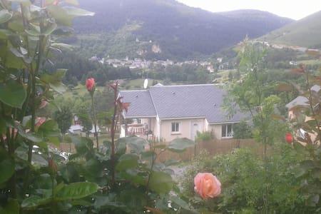 Coquette maison avec vue magnifique - Rumah