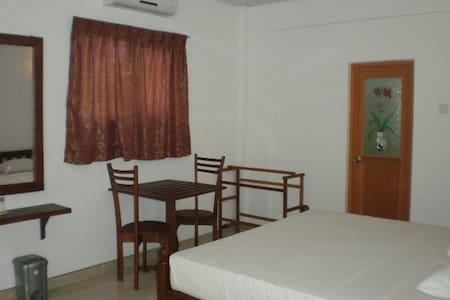BEACH SIDE PRIVATE ROOMS - Leilighet