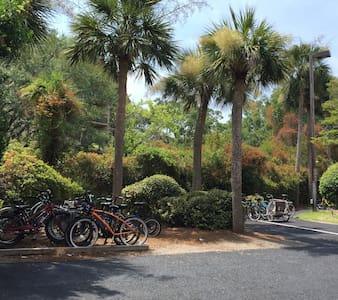 Walk to beach, 2bd/2bth, sleeps 6 - Hilton Head Island